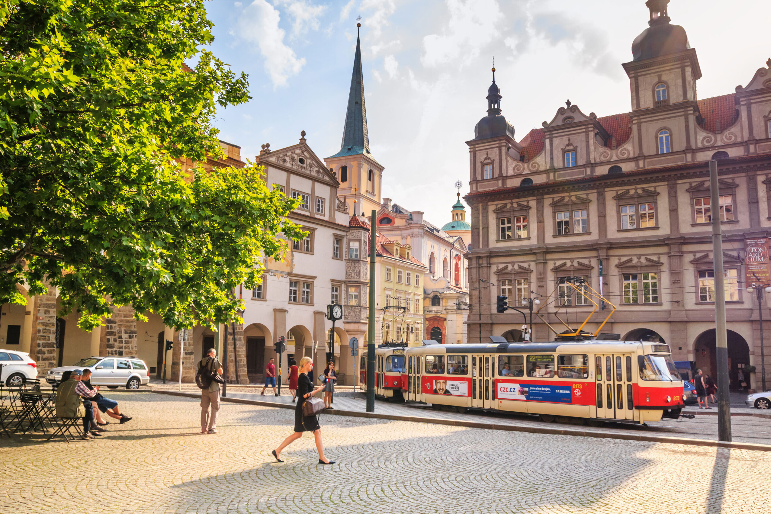 sommer Praha vaer klima temperatur Tsjekkia juni juli august