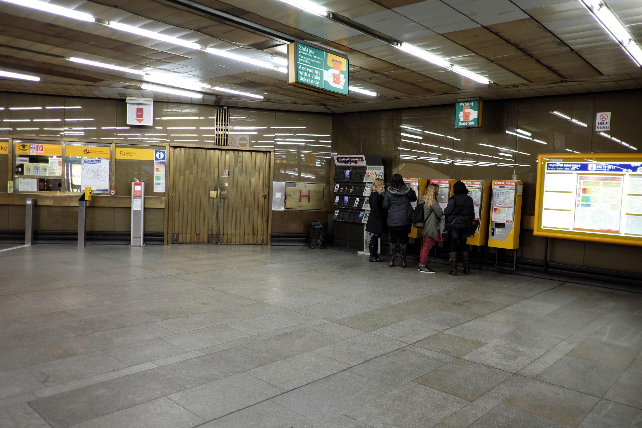 reisekort billetter stasjon automat Praha kollektivtransport Tbane