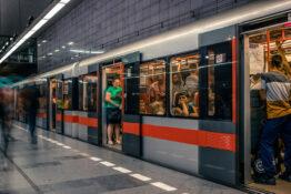 Tbane Praha kollektivtrafikk ferie med barn
